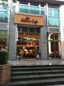 alan's cafe 001